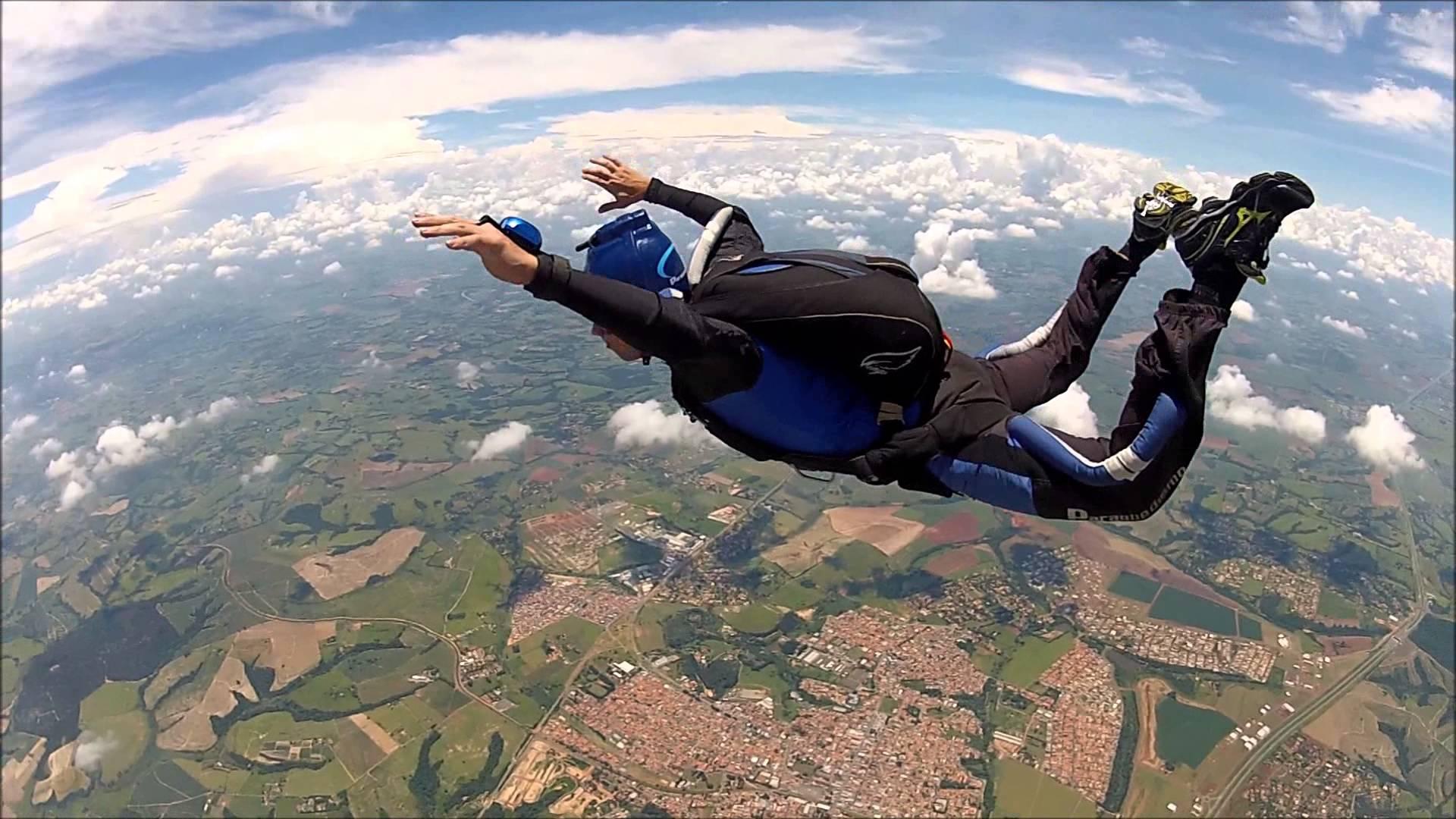 Cinegrafista morre durante salto de paraquedas em Boituva (SP)