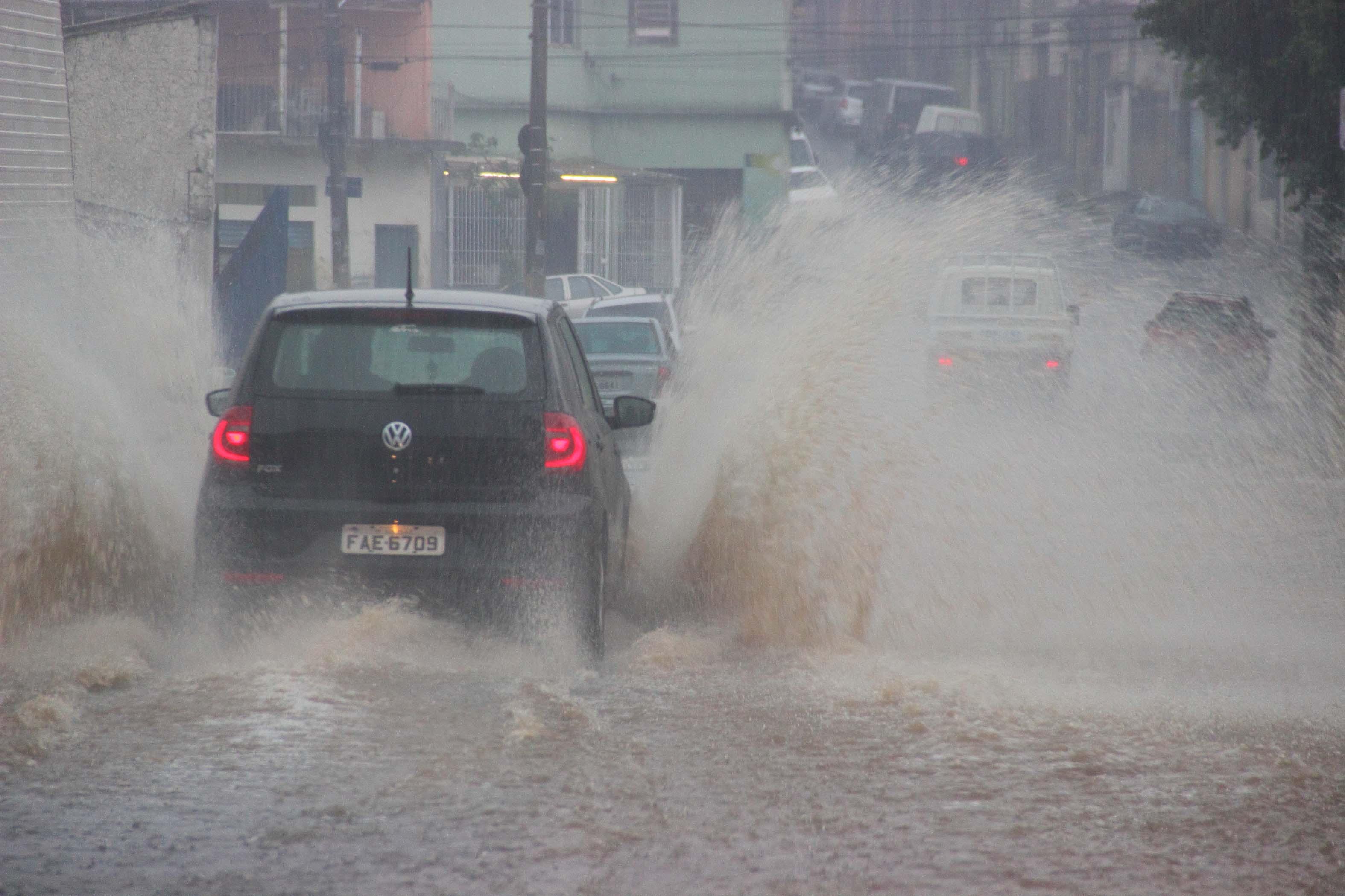 Meteorologistas alertam para o risco de alagamentos (Arquivo/SP AGORA)