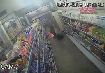 Câmera mostra assaltante matando funcionário em mercado no ABC paulista