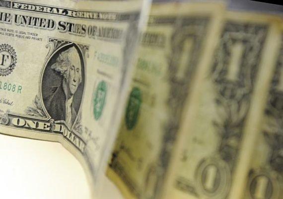 Dólar dispara e tem 2ª maior cotação desde 1994
