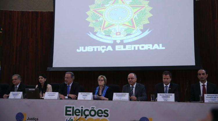 Ministra rebate fala de filho de Bolsonaro sobre fechar o Supremo