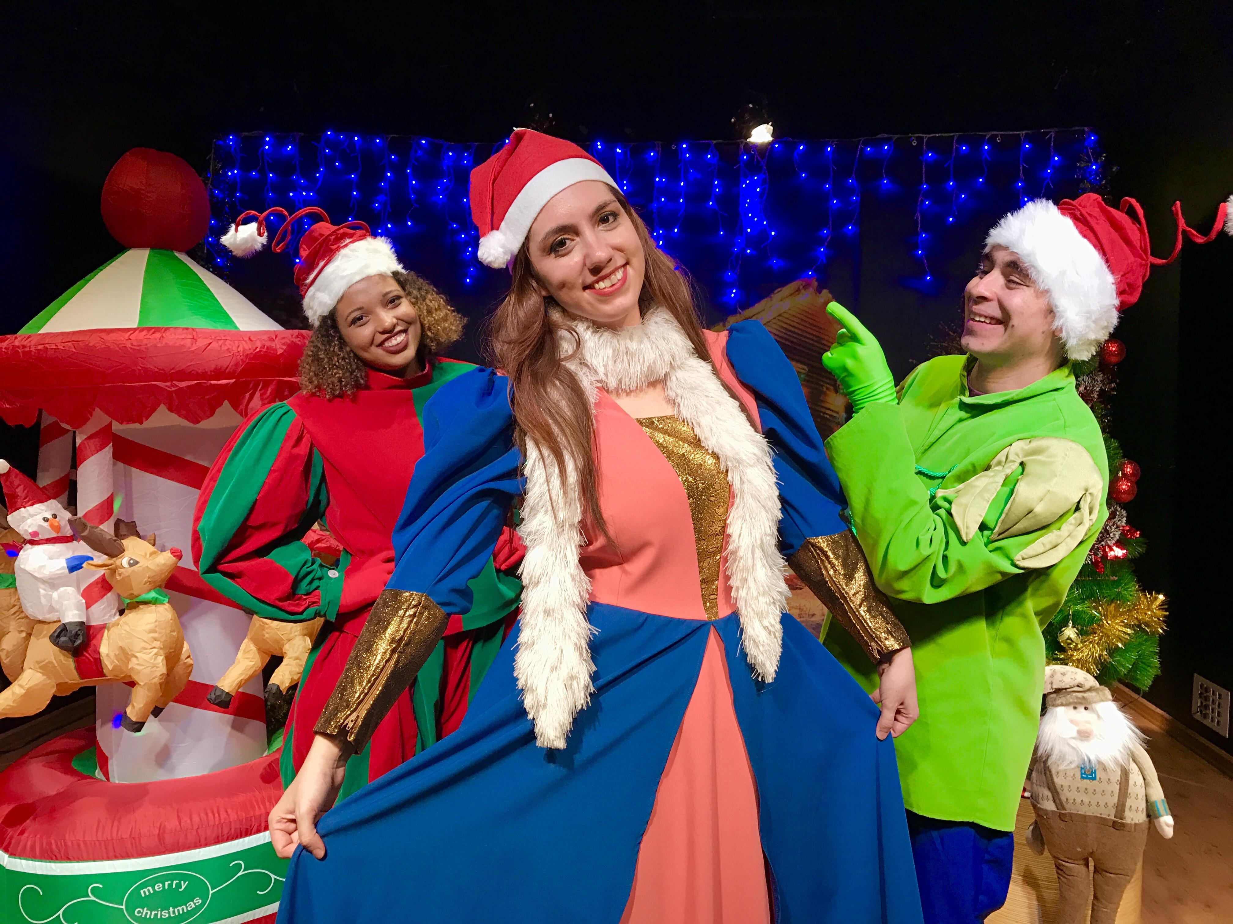 Atores interpretam personagens que vão lidar com uma 'Misteriosa Carta de Papai Noel'(Cia Arte & Manhas/Divulgação)