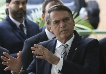 Bolsonaro passa mal e recebe atendimento médico