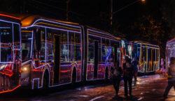 Fim de semana tem passeio gratuito em ônibus enfeitados