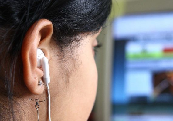 Carnaval: Exposição ao som alto pode levar a problemas de audição