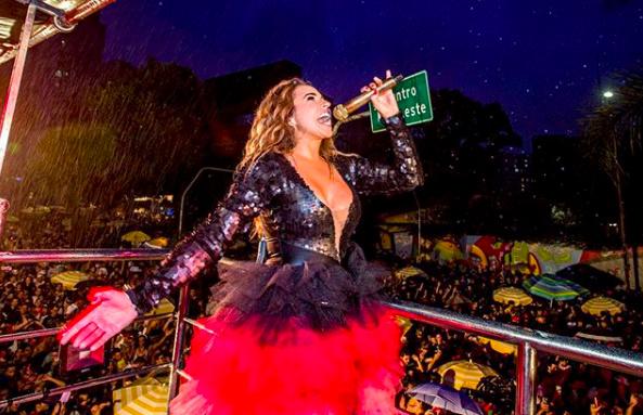 Daniela Mercury durante o Bloco Pipoca da Rainha, na rua da Consolação, em São Paulo (Celia Santos/Reprodução)