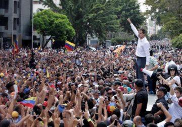 Venezuelanos protestam a favor e contra o Governo de Maduro