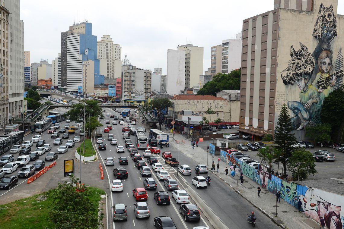 São Paulo - Processo de urbanização canalizou os rios que faziam parte do Vale do Anhangabaú, na região central (Rovena Rosa/Agência Brasil)
