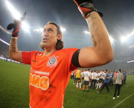 Love marca no fim e Corinthians é tricampeão