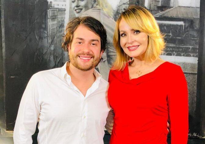 O médico Ivan Rollemberg e a atriz Gabriela Spanic (Divulgação)