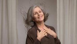 Irene Ravache comemora 56 anos de carreira com solo