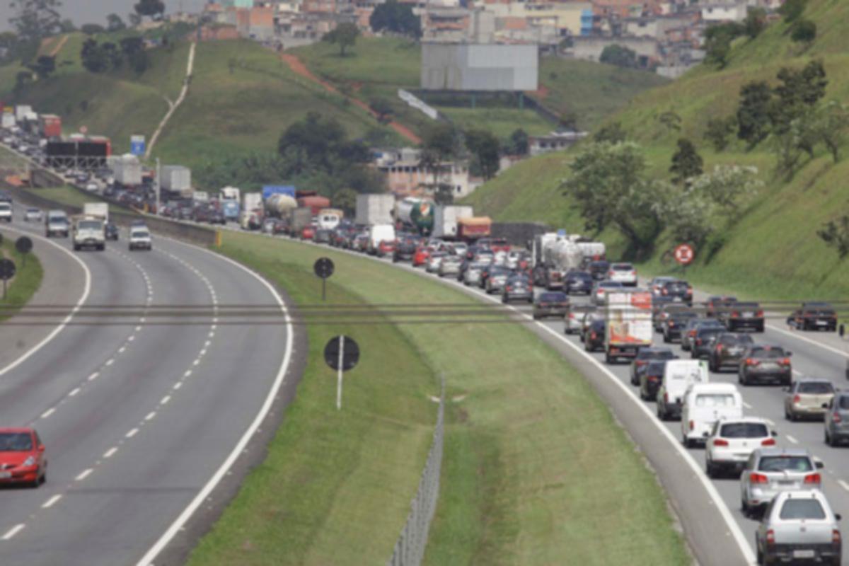Acidente gerou congestionamento sentido São Paulo (Guarulhos Web/Reprodução)
