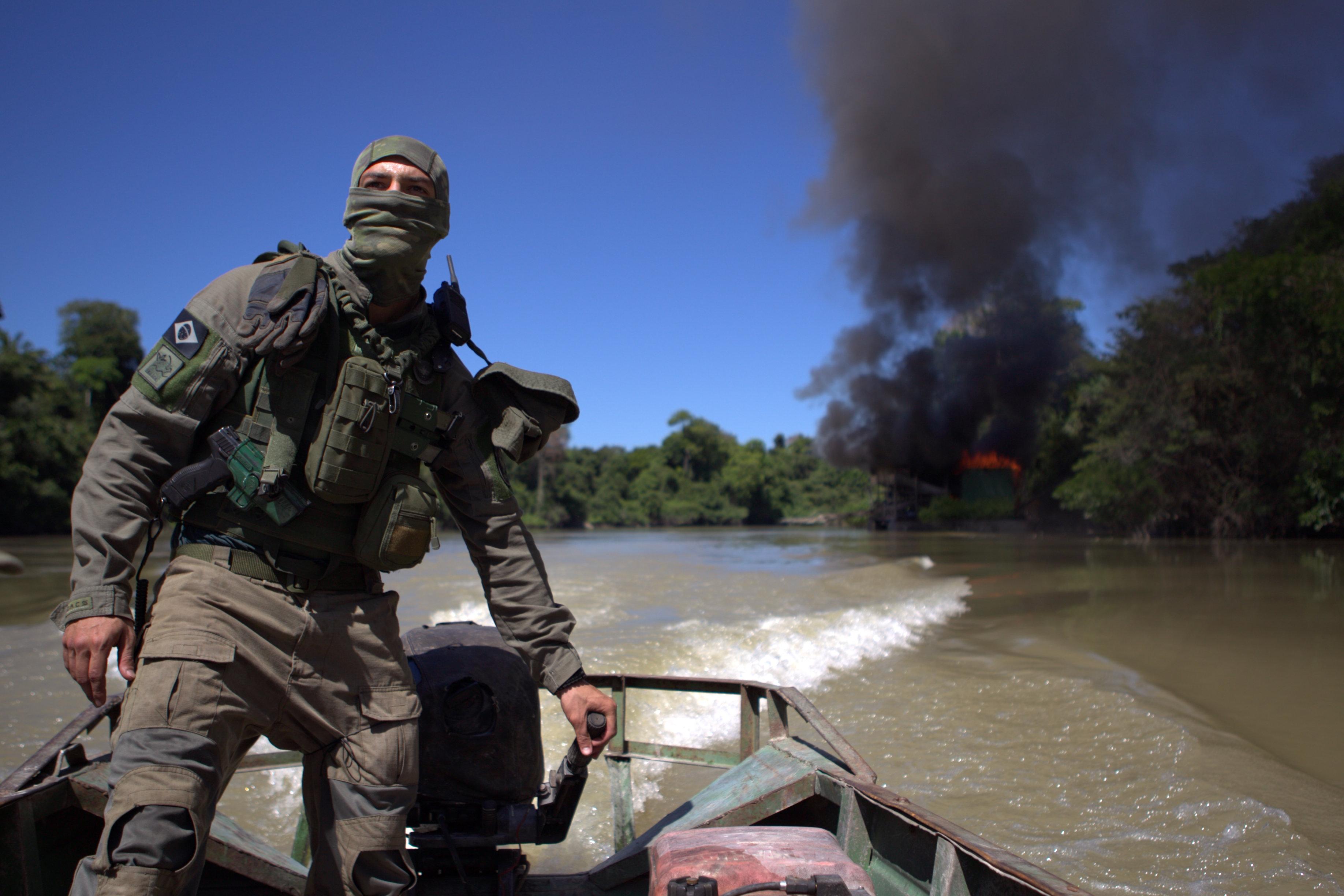 Agentes destróem equipamentos usados para desmatar a floresta (Arquivo/Ibama)