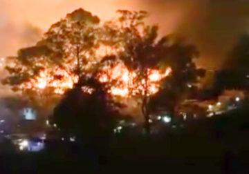 Incêndio na madrugada destrói 20 casas em comunidade