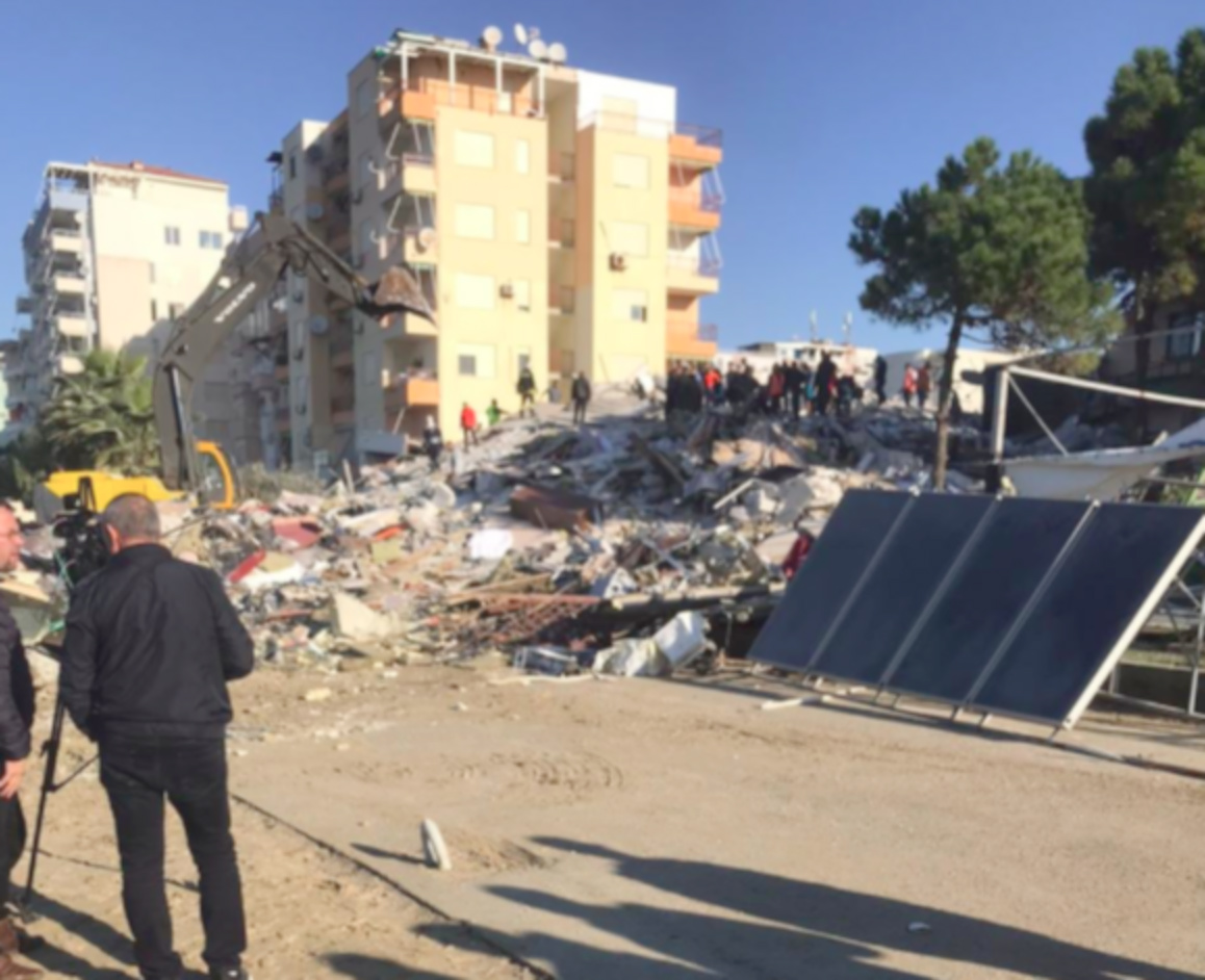 Hotel desabou durante o tremor de terra na Albania (Twitter/Reprodução)
