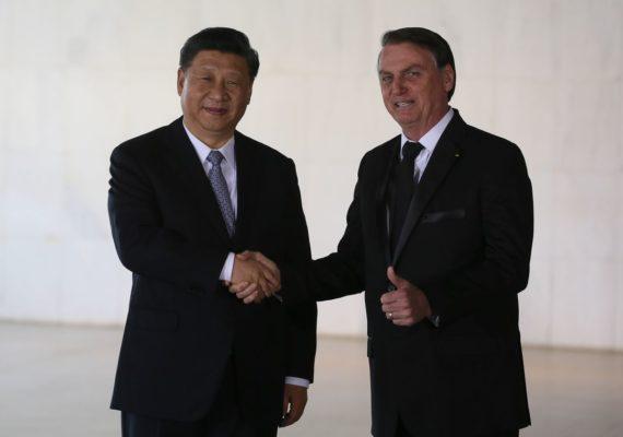 Bolsonaro recebe presidente chinês em Brasília