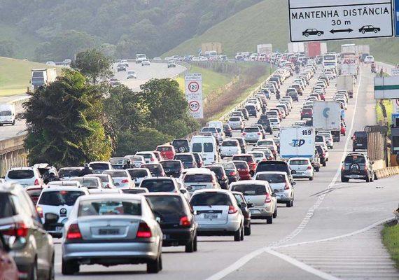 Estradas de SP registram lentidão na volta do feriado prolongado