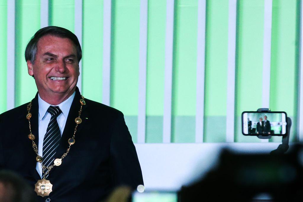 Bolsonaro recebe o Grande Colar da Ordem do Mérito Industrial da CNI (José Cruz/Agência Brasil)