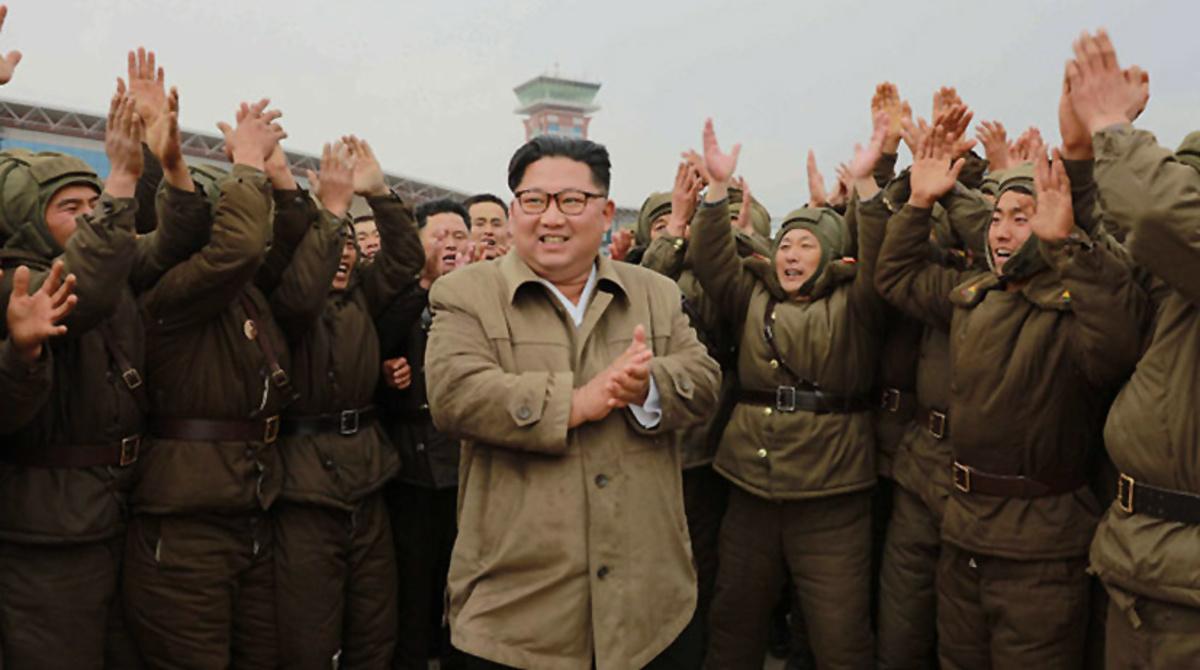 O Lider norte-coreano, Kim Jong-un (KNCA/via Fotos Públicas)
