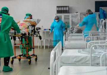 Enquanto leitos de UTI do SUS chegam ao limite, há vagas nos hospitais privados