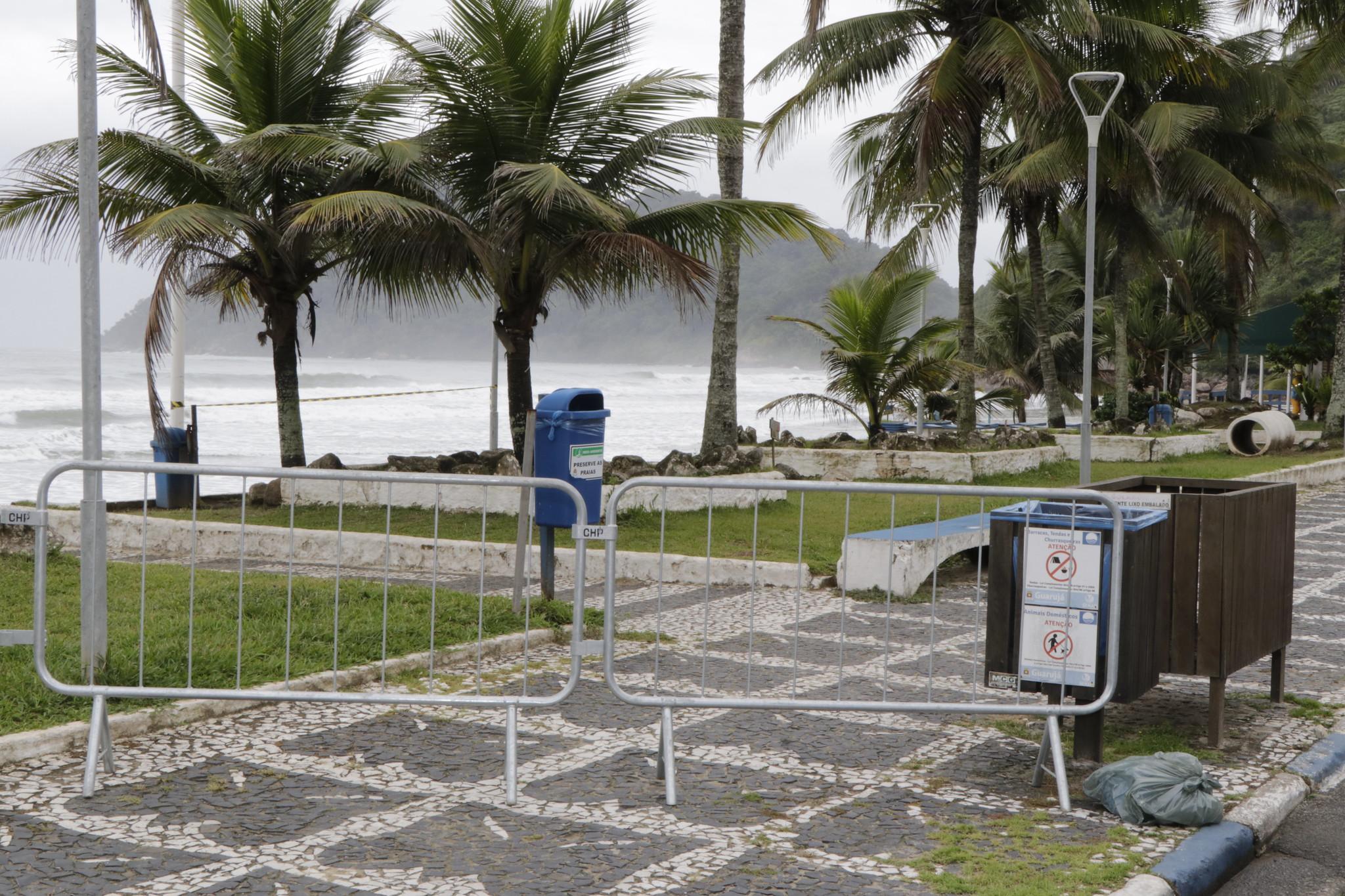 Acesso à praia isolado em Guarujá (Arquivo/Prefeitura de Guarujá)
