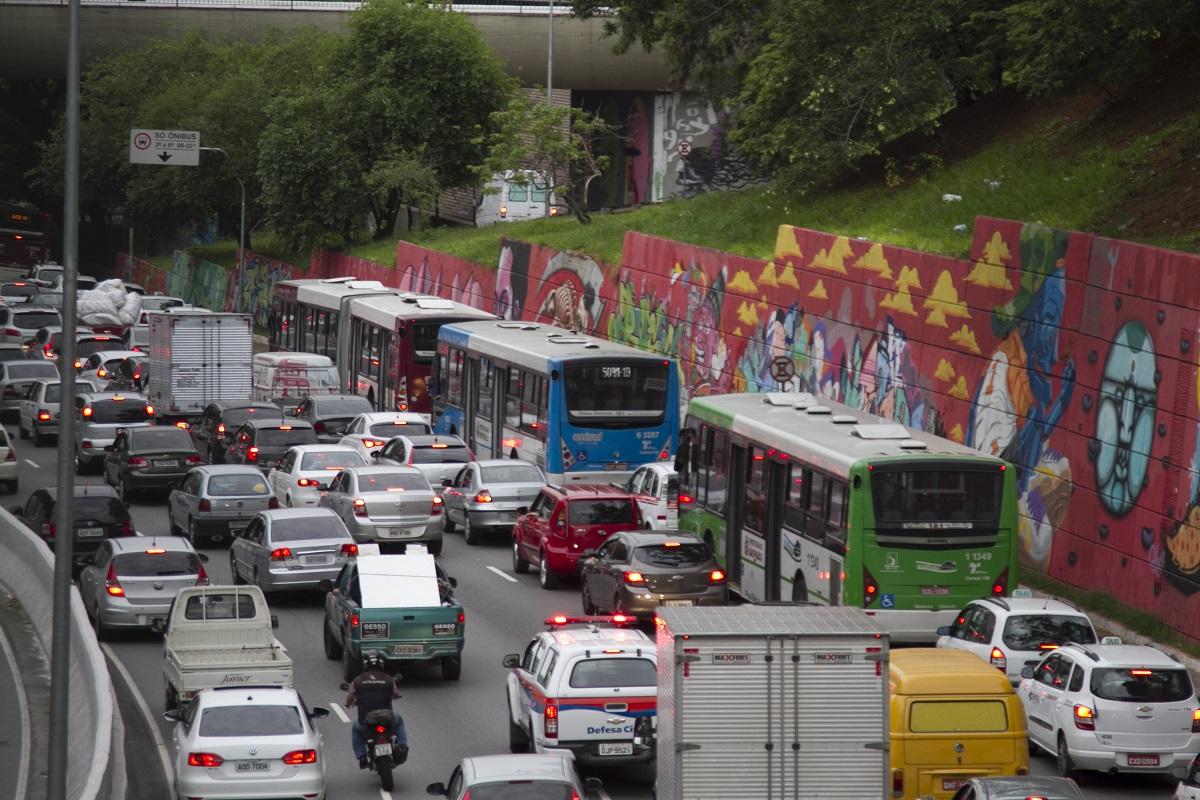 Interdições acontecem em quatro vias, entre 7h e 9h, no sentido centro, e provocam lentidão (Foto: Oswaldo Corneti/ Fotos Públicas)