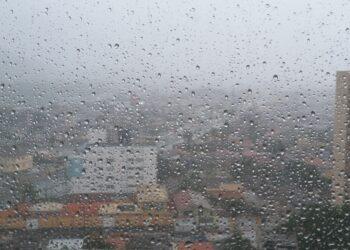 Temporal atingiu a capital paulista na noite de sexta-feira (26) e madrugada deste sábado (Nivaldo Lima/SP AGORA)