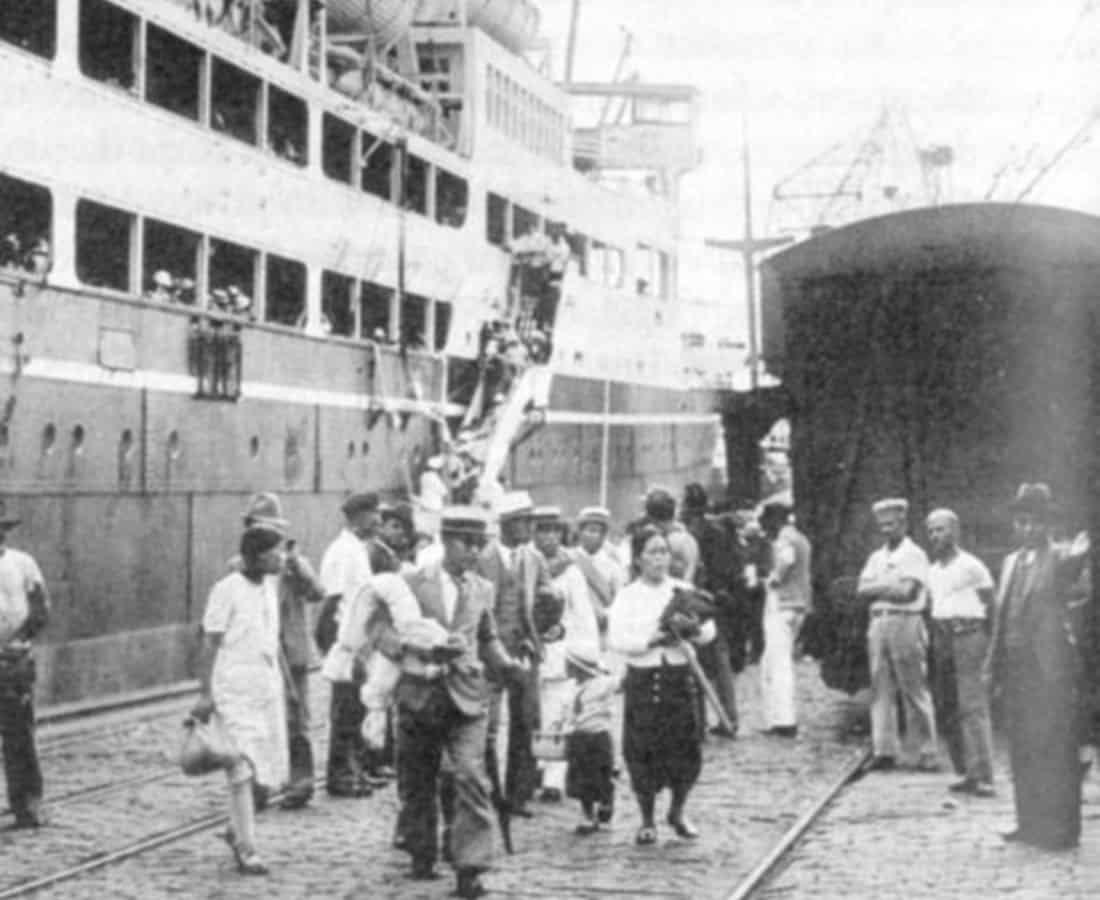 Desembarque de famílias no porto (Arquivo/Imigração Japonesa/Reprodução)