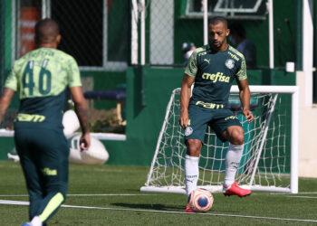 Victor Hugo durante treino do Palmeiras (Cesar Greco/Palmeiras/via Fotos Públicas)