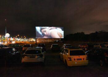 Em Praia Grande, o cinema drive-in já é um sucesso (Ivan Ferreira/Divulgação/via G1)