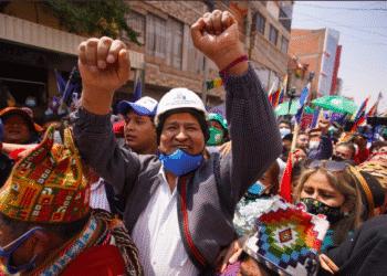 Evo Morales é recebido por apoiadores (Redes Sociais/Reprodução)