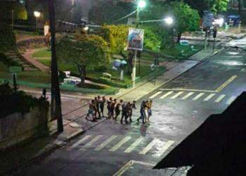 Moradores reféns na praça de Cametá, no Pará (Redes Sociais)