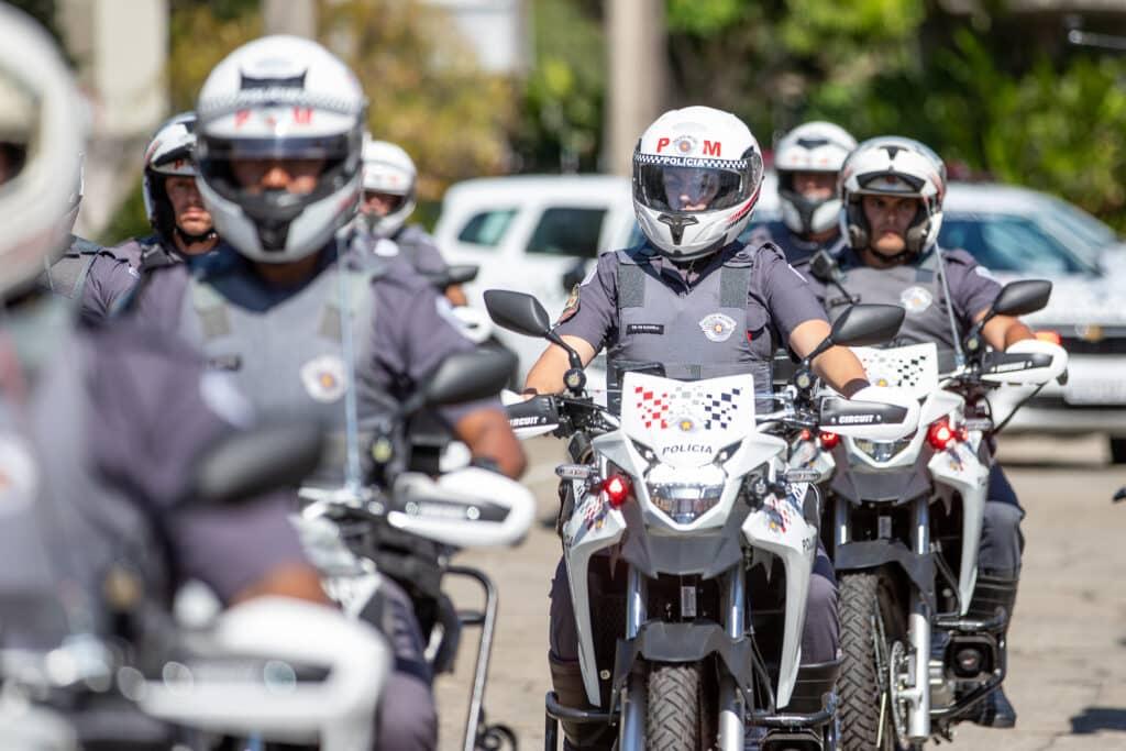 equipes sobre motocicletas da polícia militar de São Paulo - Rocam