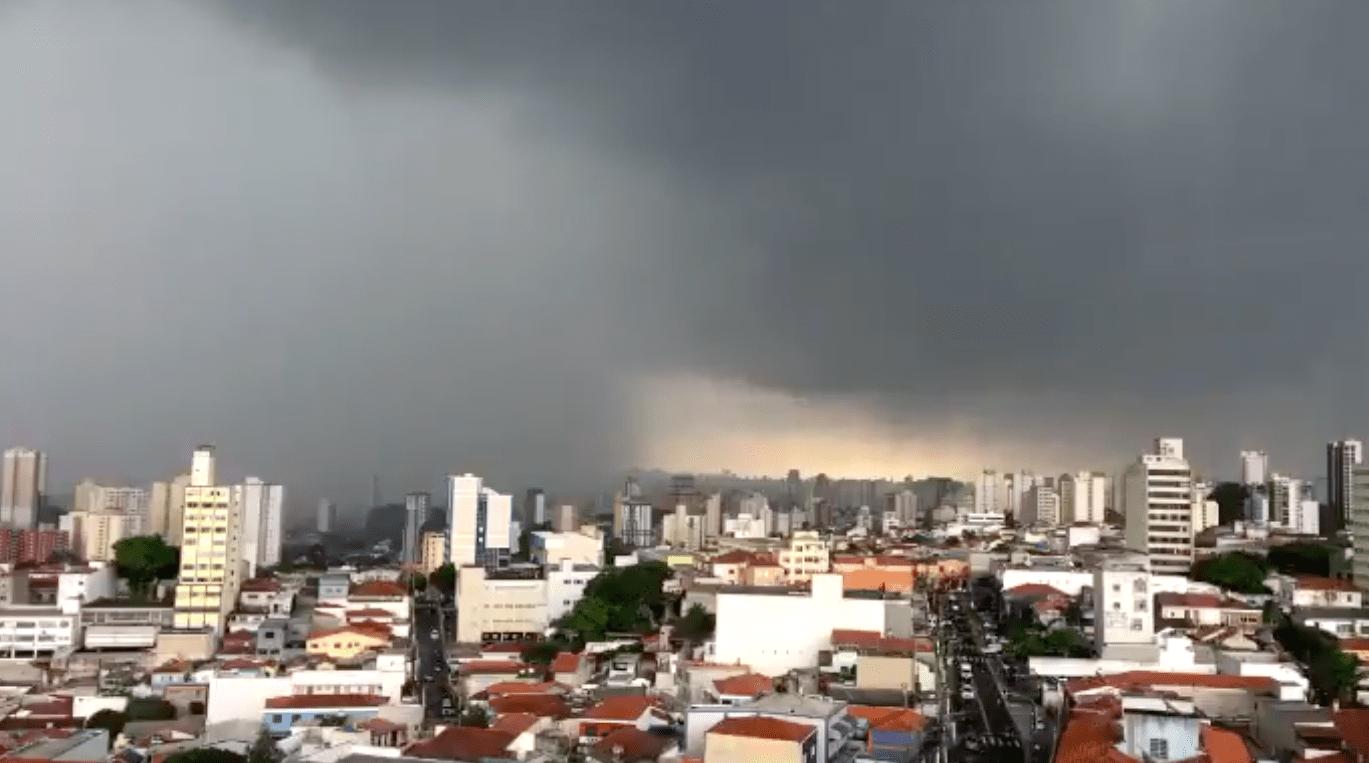 Chuva avança sobre a zona norte de São Paulo (Rede Social/Reprodução)