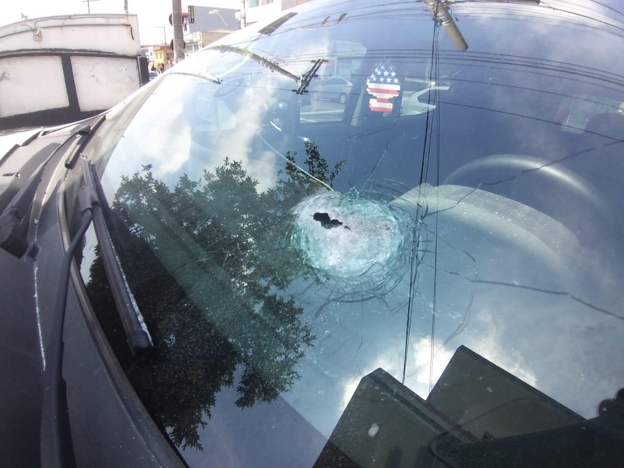 Marca de tiro no vidro (Nivaldo Lima/SP Agora)