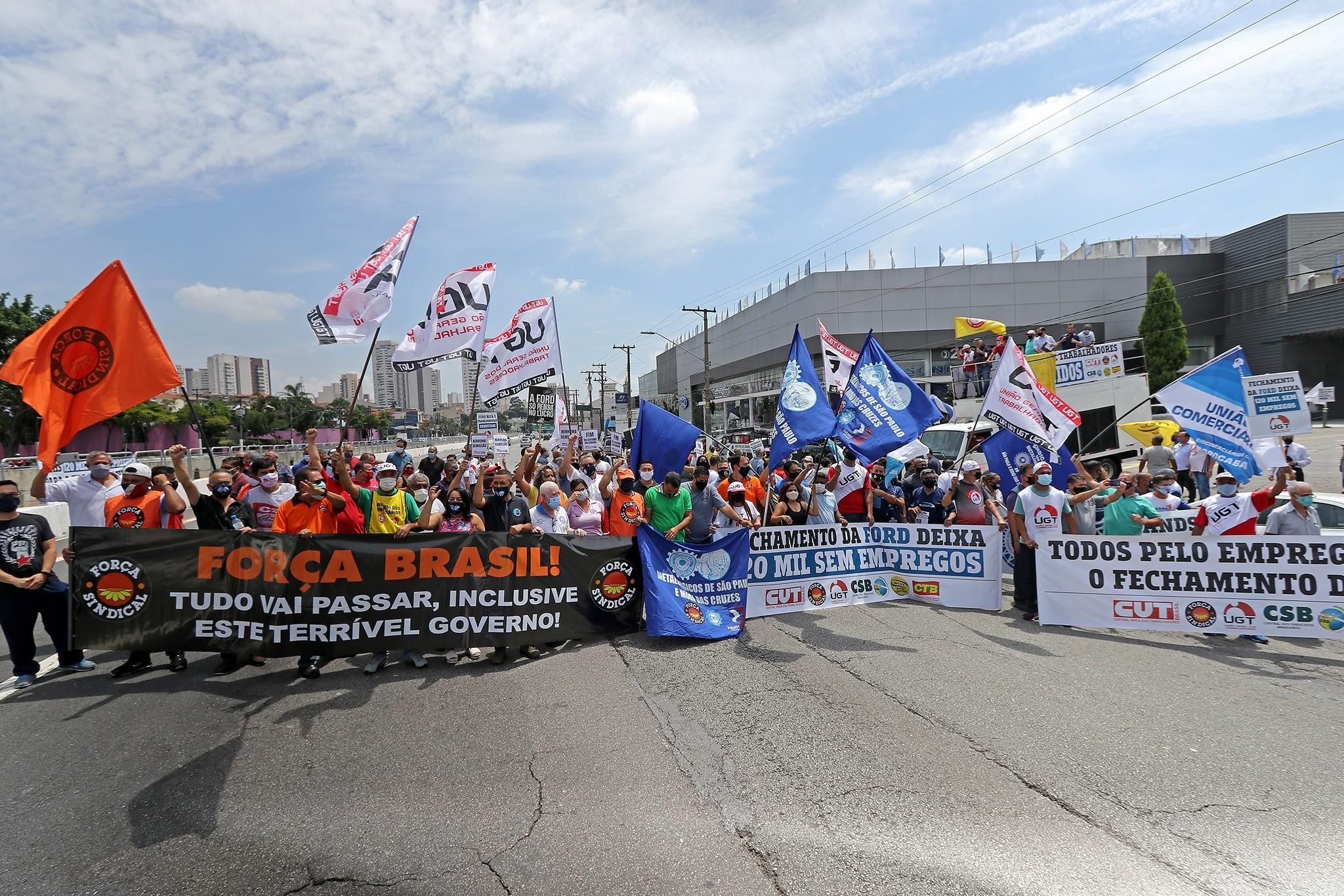 Protesto em frente a concessionária da Ford, em janeiro, em São Paulo (Adonis Guerra/via Fotos Públicas)
