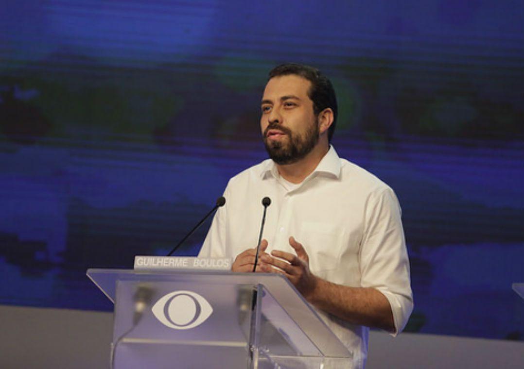 Guilherme Boulos (PSOL) durante debate na Band (TV Band/Reprodução)