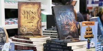 Escritor diz que novos autores devem abandonar a ansiedade na hora de publicar o primeiro livro