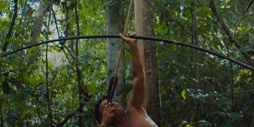 Depois de ser exibido em março no Festival de Berlim, filme sobre o povo Yanomami estreia no Brasil, neste domingo (18). A imagem acima é uma foto still do filme (Pedro J Márquez/via Amazônia Real)