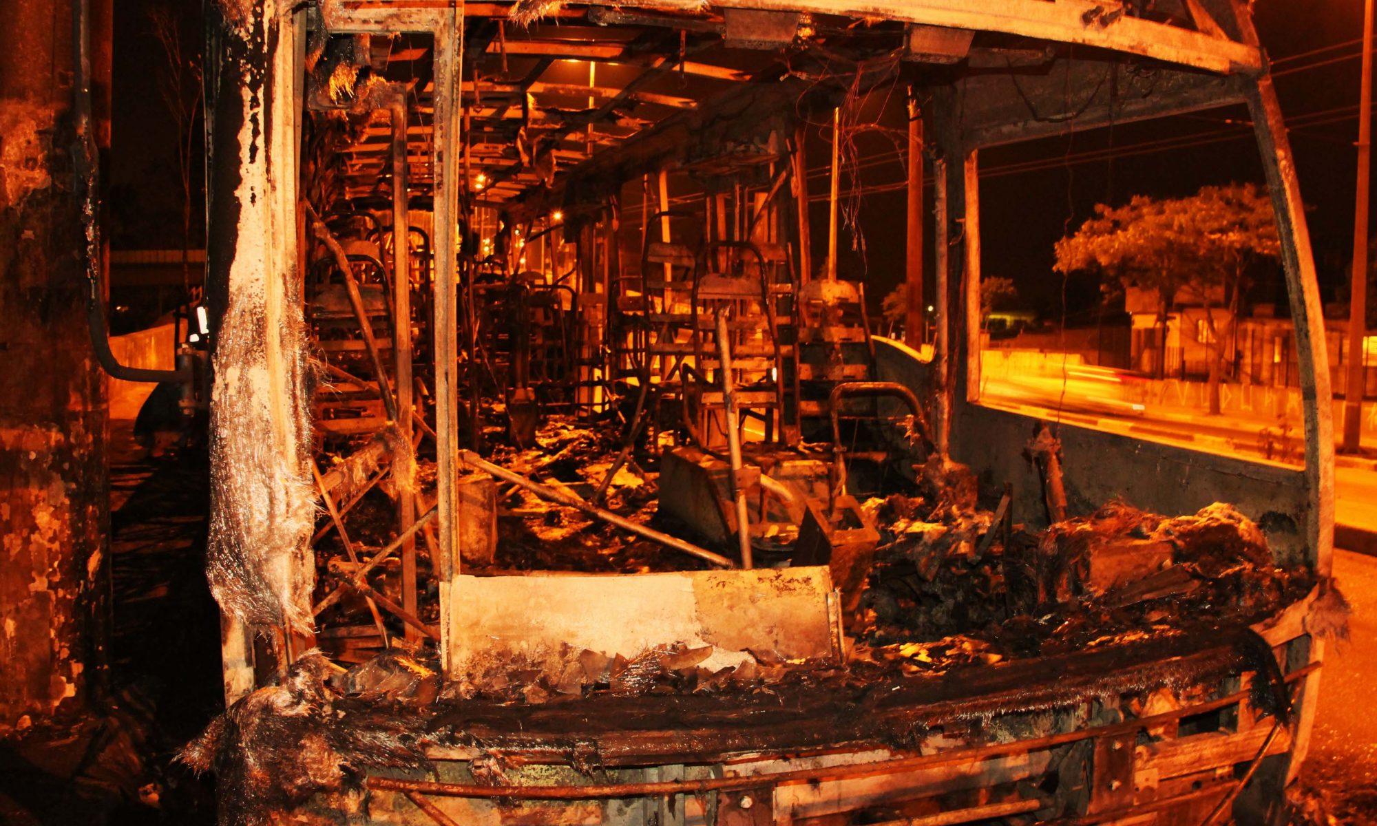 Ônibus é incendiado após morte de suspeito por policiais civis na zona sul de SP