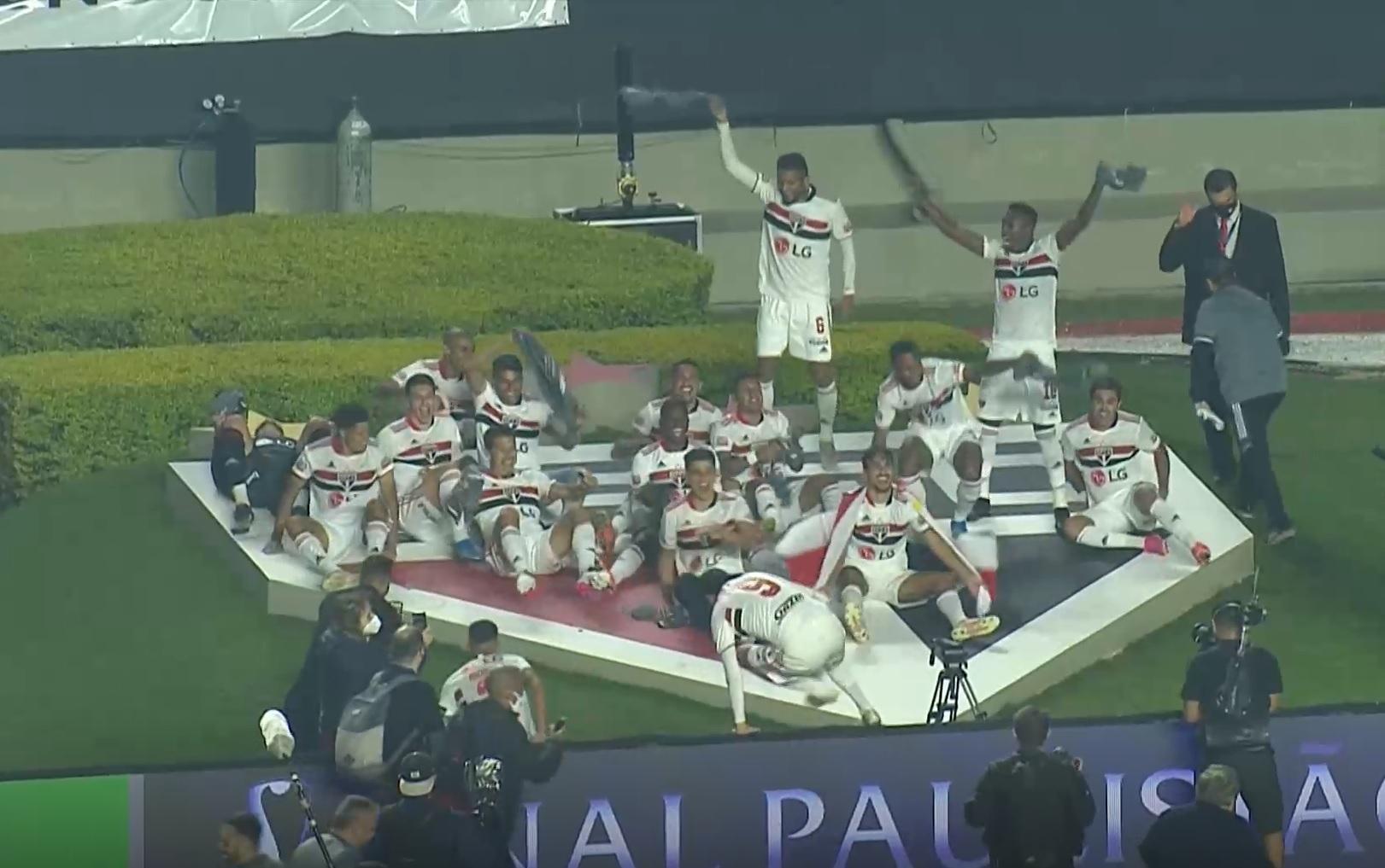 São Paulo bate o Palmeiras por 2 a 0 e vence o Campeonato Paulista de 2021