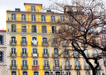 Lisboa-Portugal 12/04/2015  Prédios residenciais   na rua dos Bacalhoeiros em Lisboa.  Foto Agliberto Lima