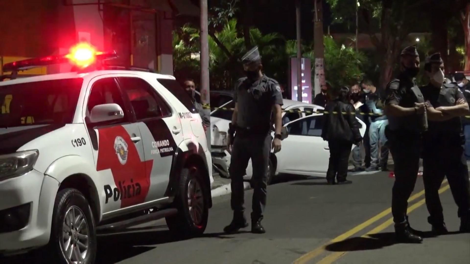 PMs são presos suspeitos de executar homens com 30 tiros dentro de carro em SP