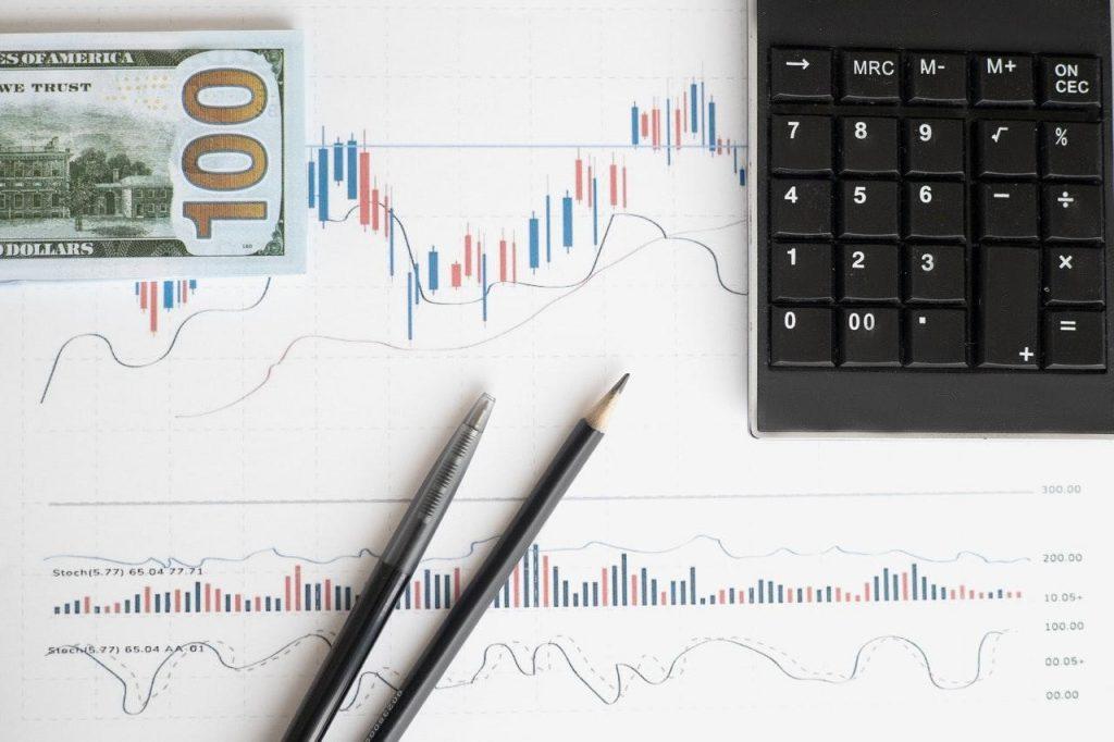 O que você precisa saber antes de investir em dólar