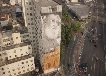Mural fica em prédio da Avenida Pacaembú (Reprodução)