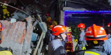 Bombeiros mobilizaram 54 agentes para socorrer vítimas (Corpo de Bombeiros/Reprodução)